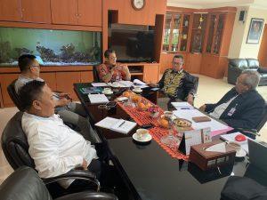 Komisaris Utama menggelar Rapat Direksi dan Dewan Komisaris (Radirkom) perdana, yang dihari oleh Komisaris Independen, Direktur Utama, Direktur Bisnis dan Direktur Kepatuhan yang bertempat di ruang rapat Direktur Utama PT. Bank Lampung pada Jumat (20/03).